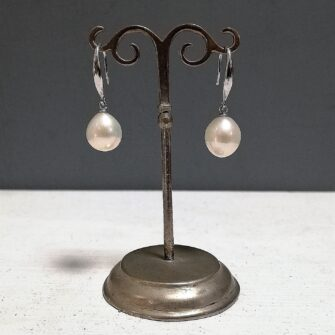 Cream Pearl Earrings