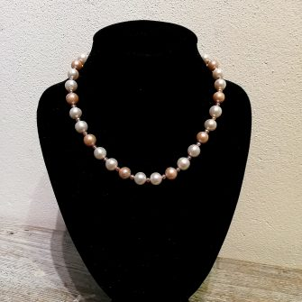 Three toned freshwater pearl necklace
